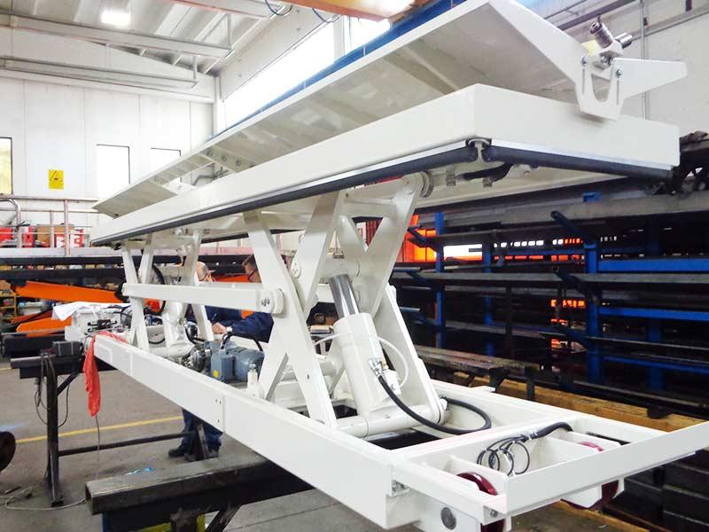 Piattaforma due pantografi con culla basculante
