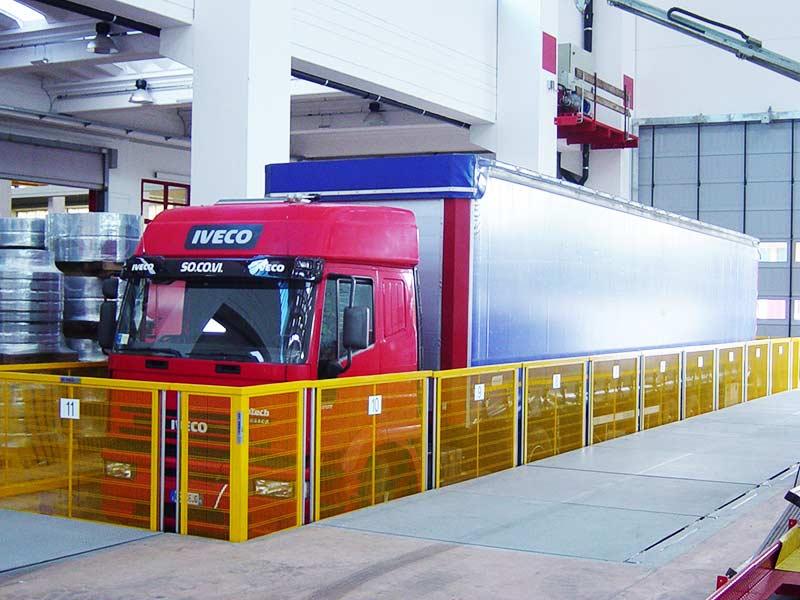 Piattaforma per carico e scarico autotreni